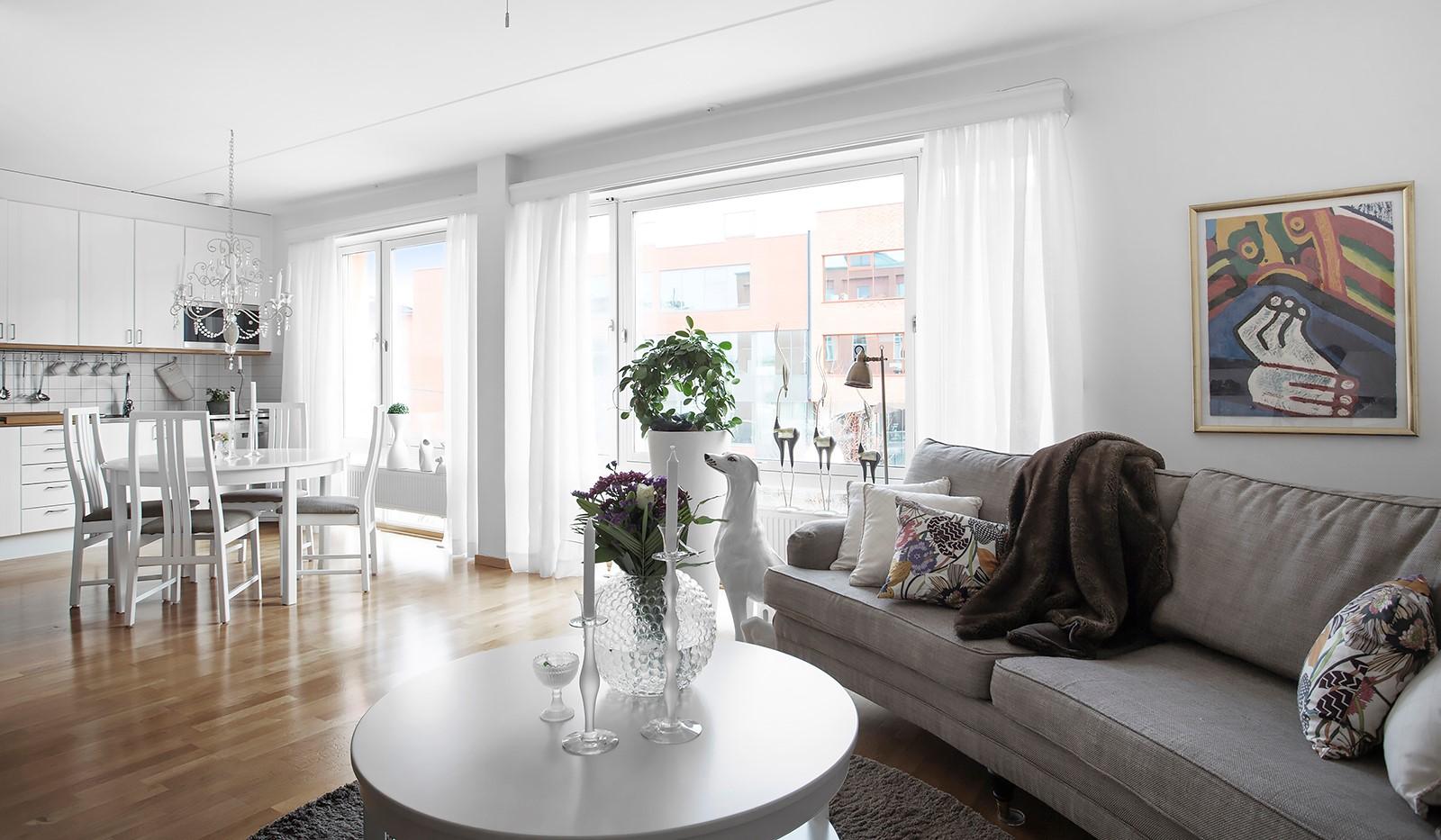 Lugnets Allé 69, 2 tr - Social och öppen planlösning mellan kök och vardagsrum