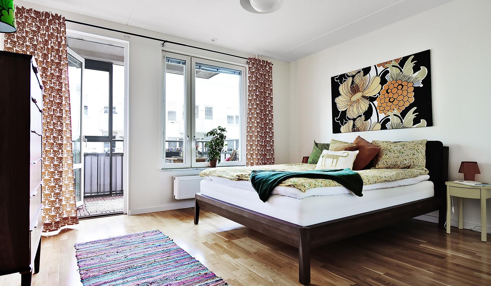 Vingårdsgatan 7, 6/7 tr - Master bedroom med utgång till balkong