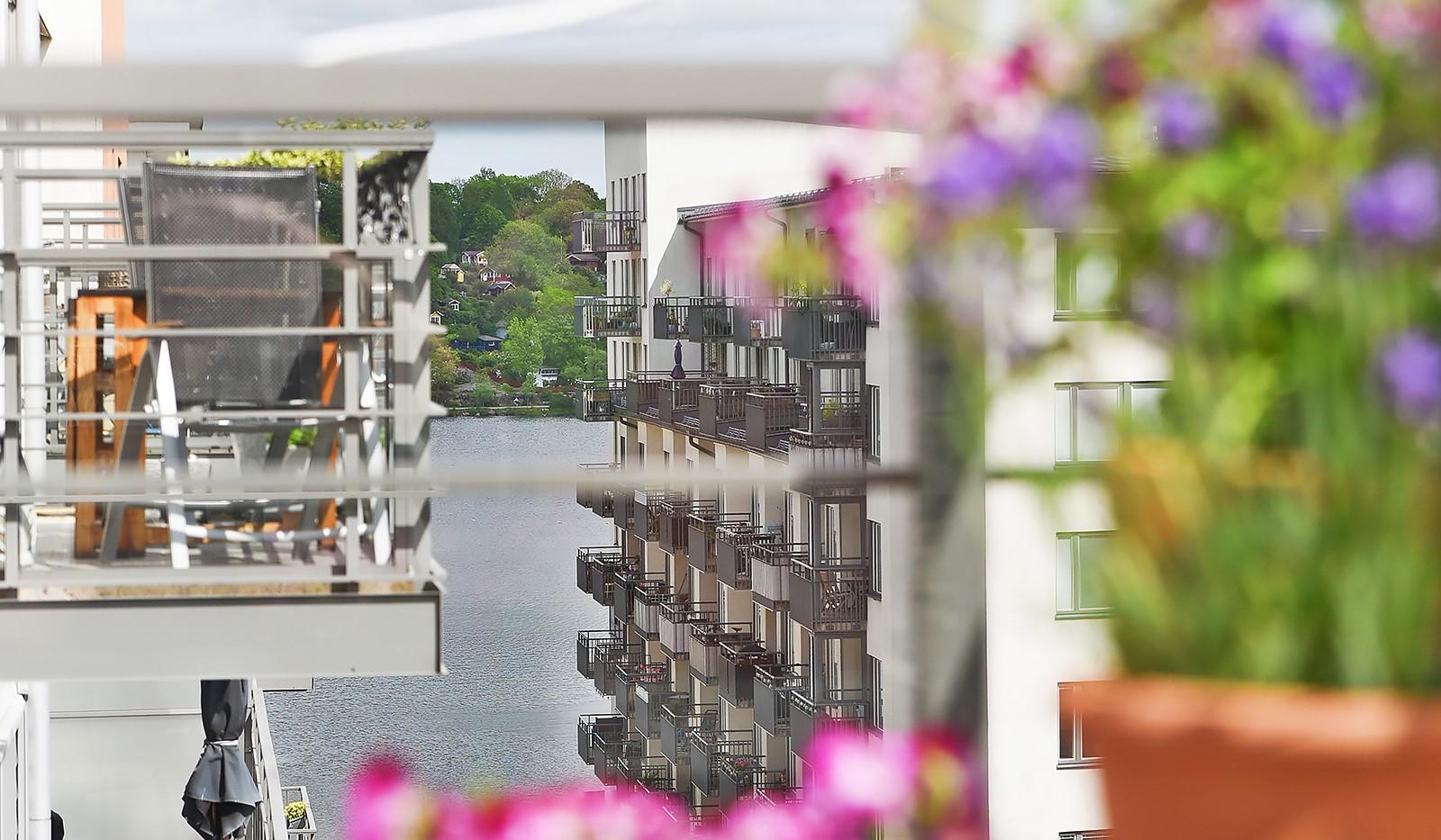 Vingårdsgatan 46, 6/6 tr - Sjöglimt från balkongen