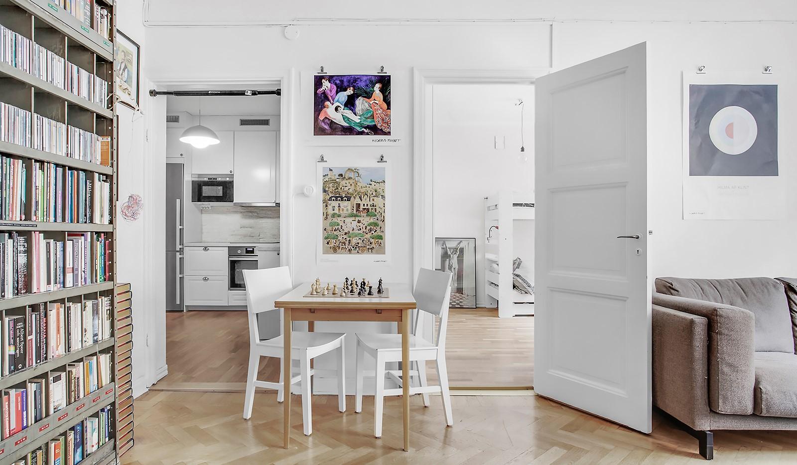 Heleneborgsgatan 30 - Från vardagsrum mot kök och sovrum