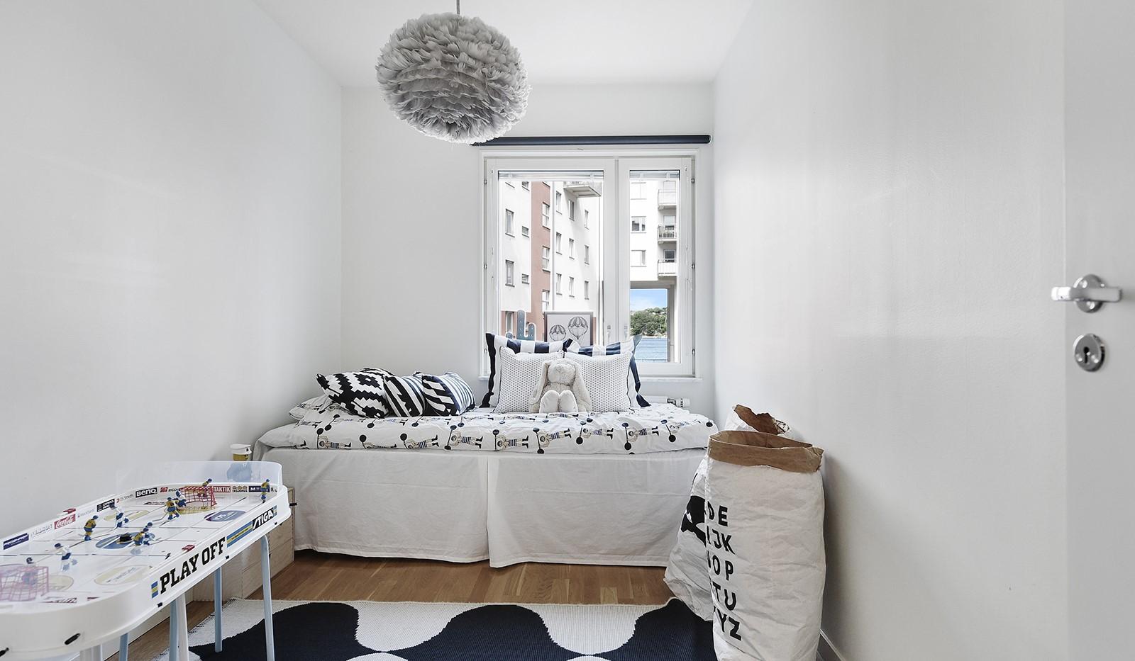 Sjöviksvägen 45, 2tr - Praktiskt sovrum mot gård med fin vattenutsikt