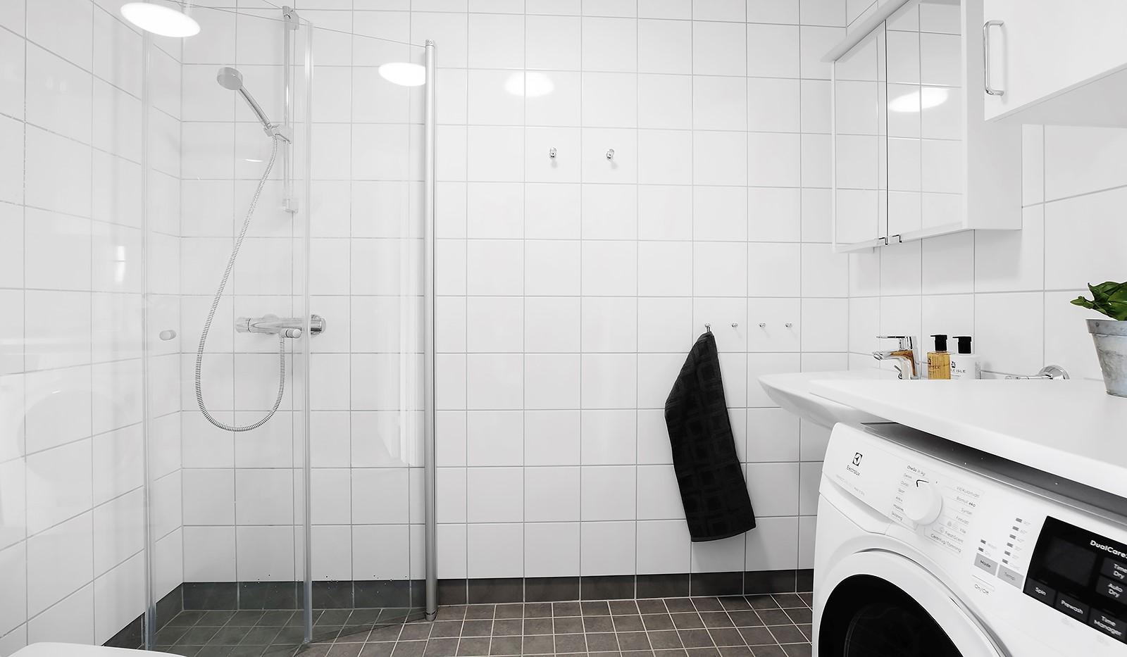 Småbrukets Backe 14, 3 tr - badrum