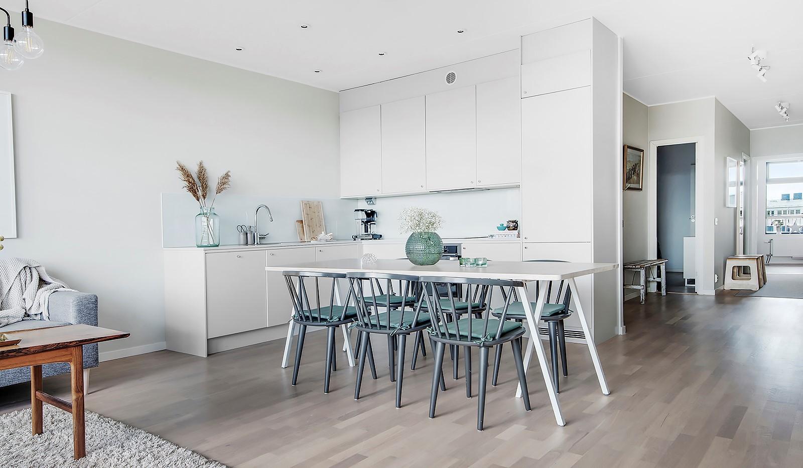 Liljeholmsvägen 12, 6tr - Köket har spotlights och fin marmor