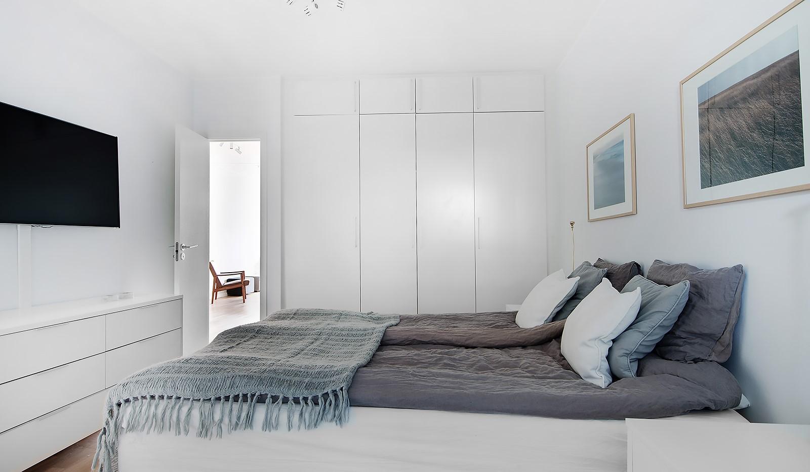 Liljeholmsvägen 12, 6tr - Bra med förvaring via garderober i sovrummet