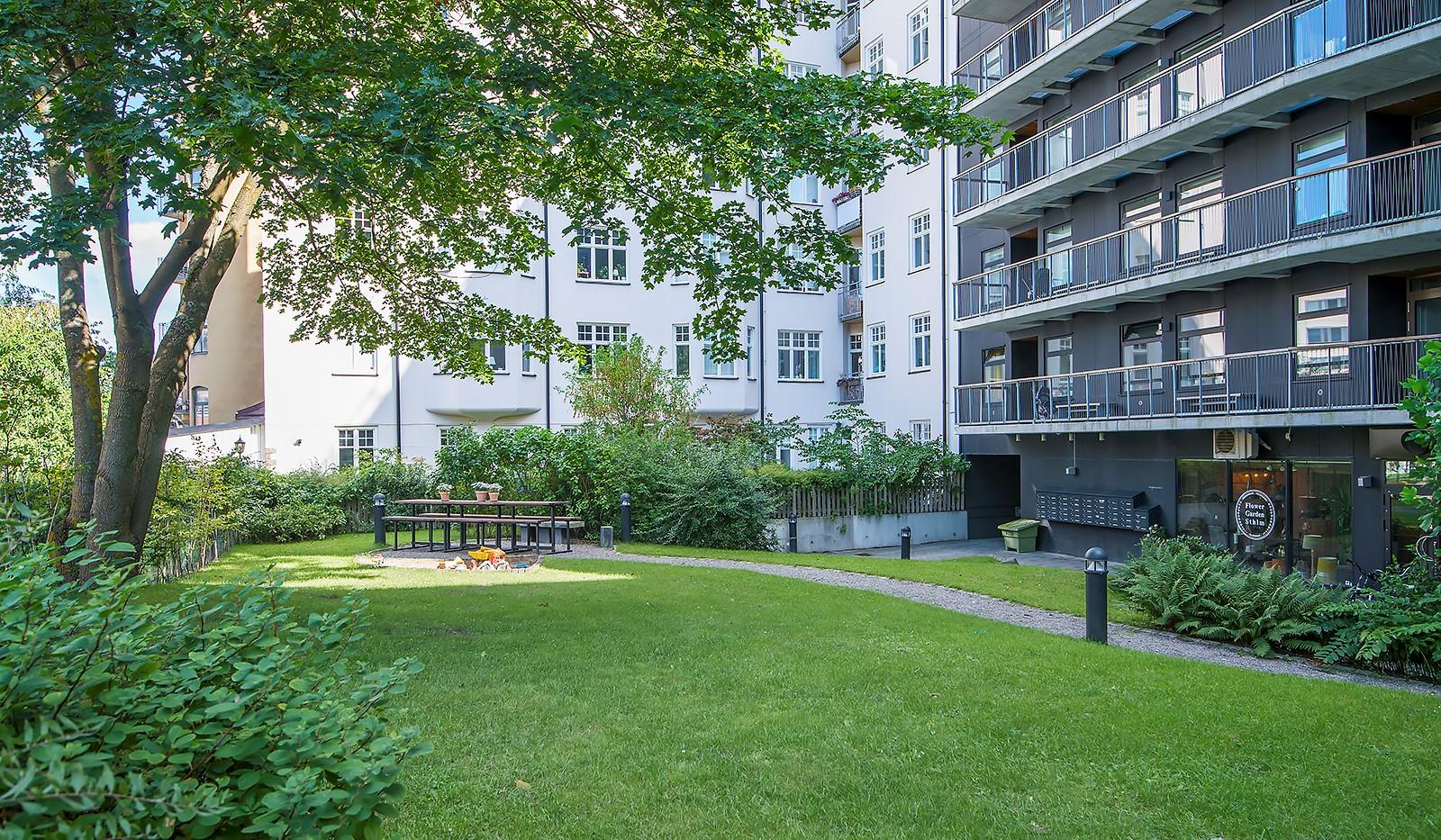 Liljeholmsvägen 12, 6tr - Perfekt innergård som tillhör föreningen