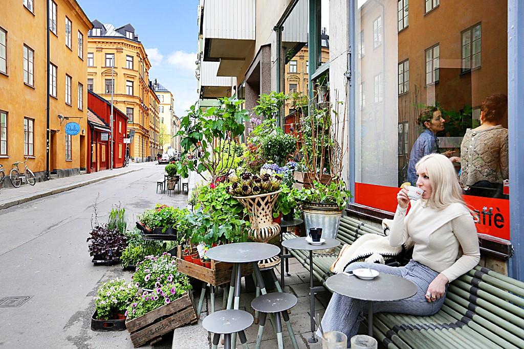 Södermannagatan 31, 2 tr - Ilcaffé och Christoffers blommor, två väldigt omtyckta ställen på Södermannagatan.