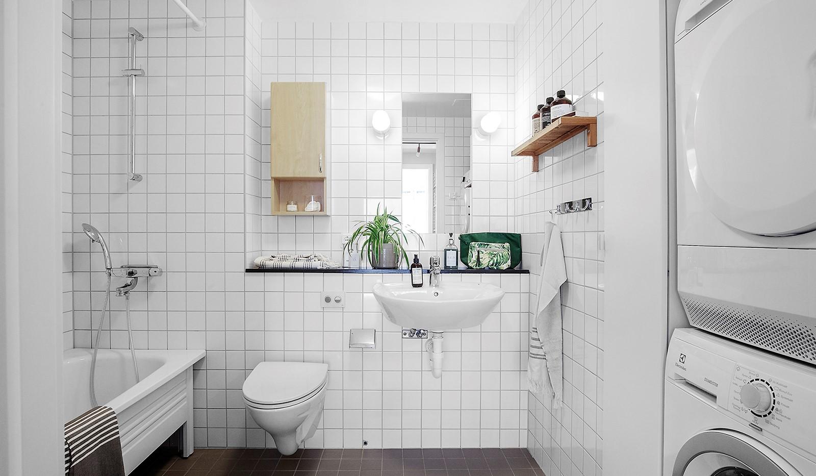 Hammarby Allé 119, 5 tr - Stilrent och rymligt badrum