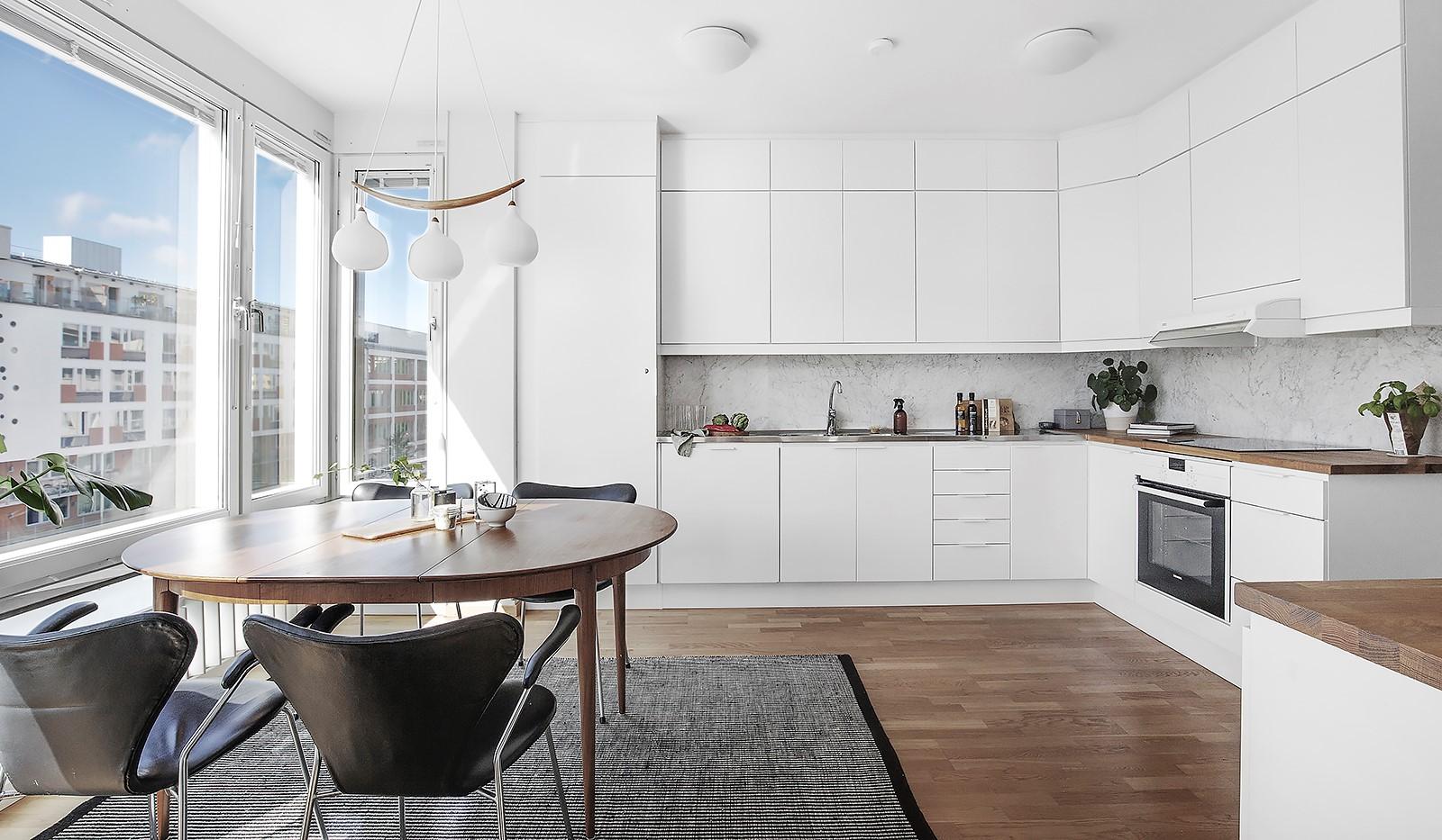Hammarby Allé 119, 5 tr - Stilrent och rymligt kök