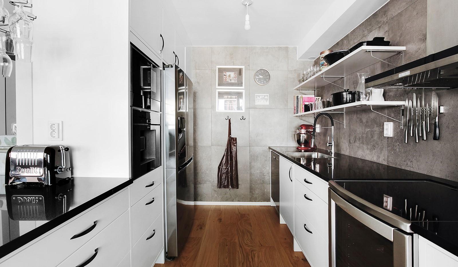 Hornsgatan 37, 4 tr - All köksutrustning finns inkl. kaffemaskin och vinkyl.
