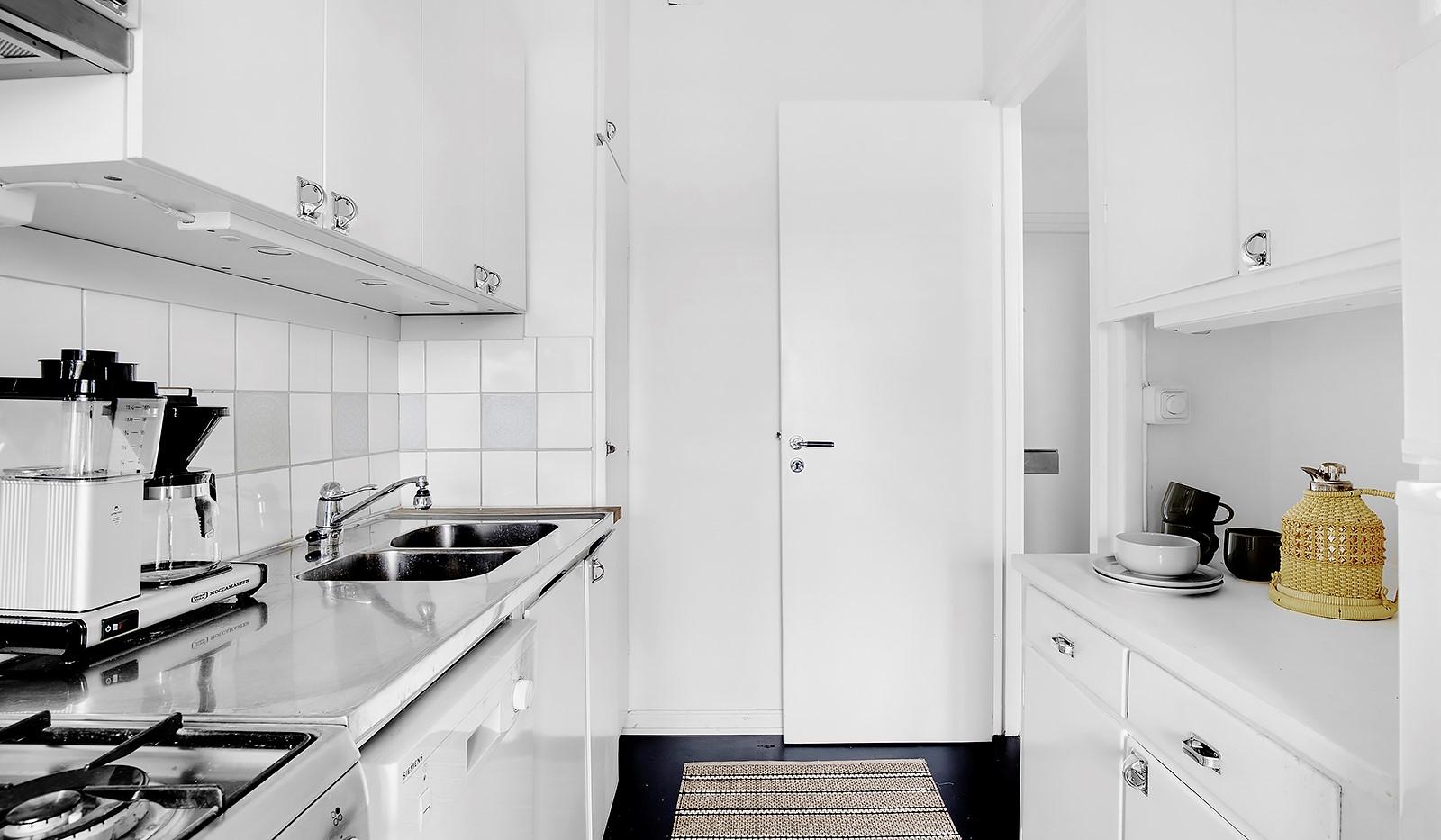 Heleneborgsgatan 20 - Tidstypiskt kök med gott av förvaring