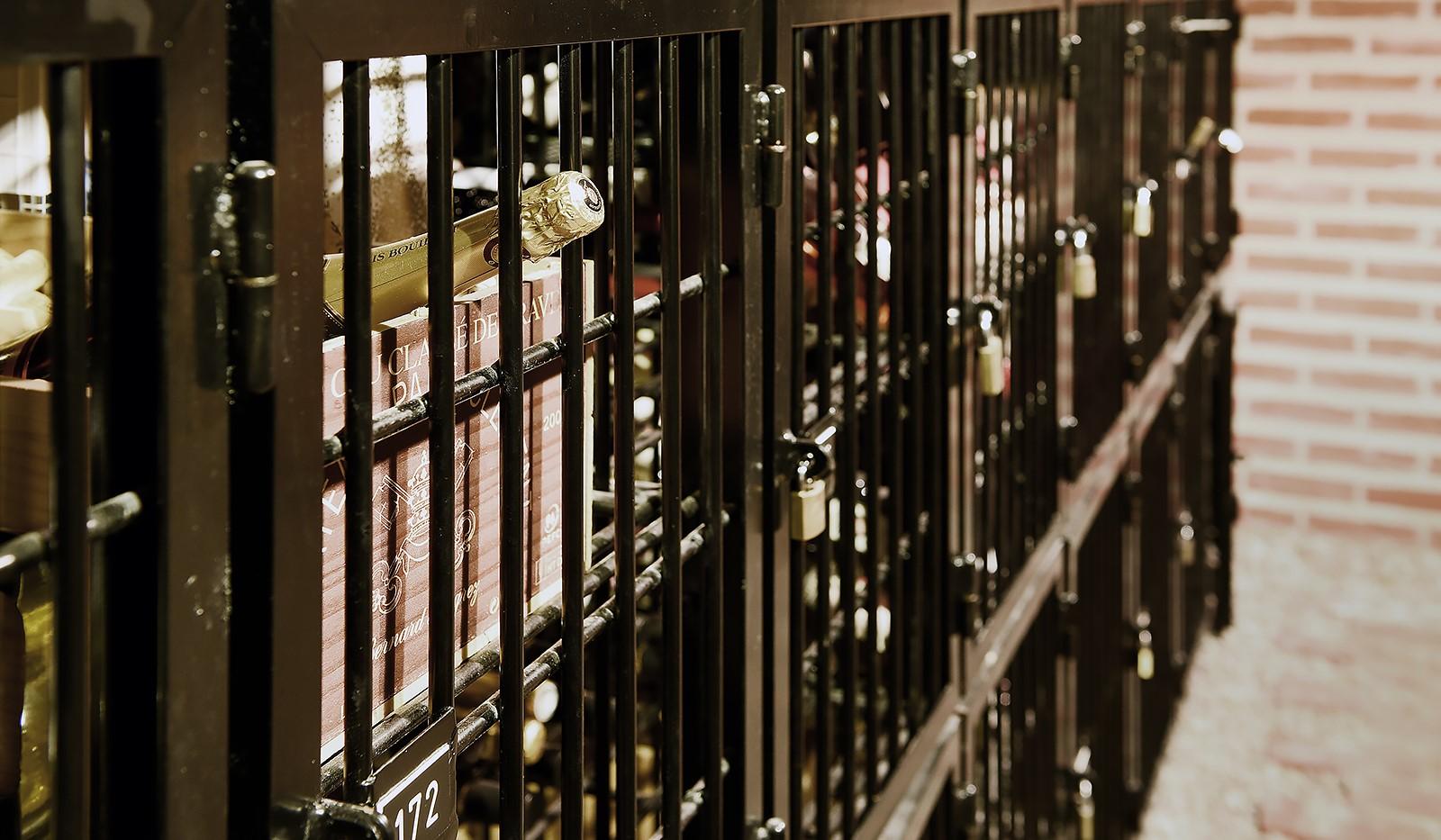 Åsögatan 102, 6 tr - Föreningens imponerande tempererade vinkällare med eget vinfack