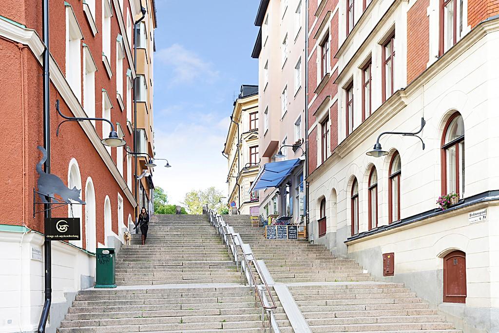 Bastugatan 19, 4 tr - Anrika trappsteg på Blecktornsgränd
