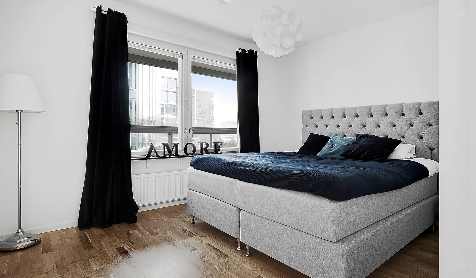 Hammarby Allé 15, vån 5 - Ljust och rymligt sovrum