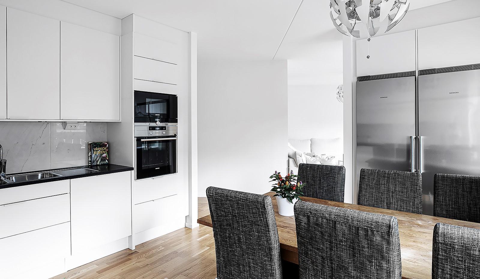 Hammarby Allé 15, vån 5 - Köket är lagom avskilt från vardagsrummet