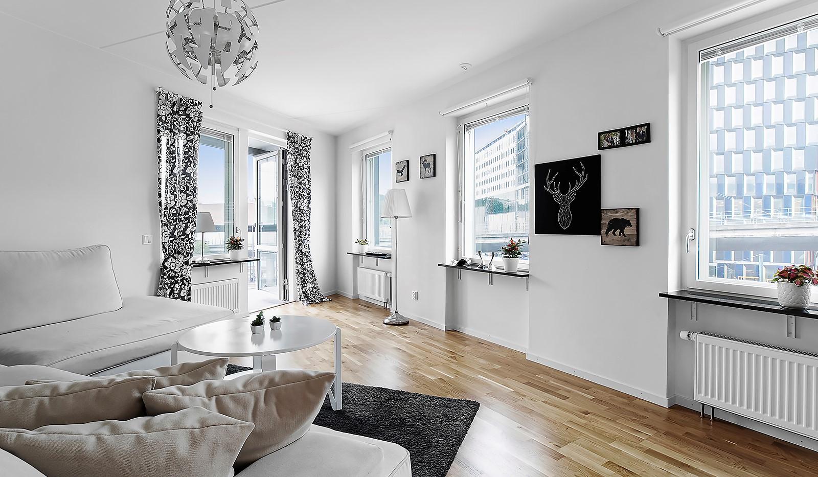 Hammarby Allé 15, vån 5 - Ljust vardagsrum i hörnläge