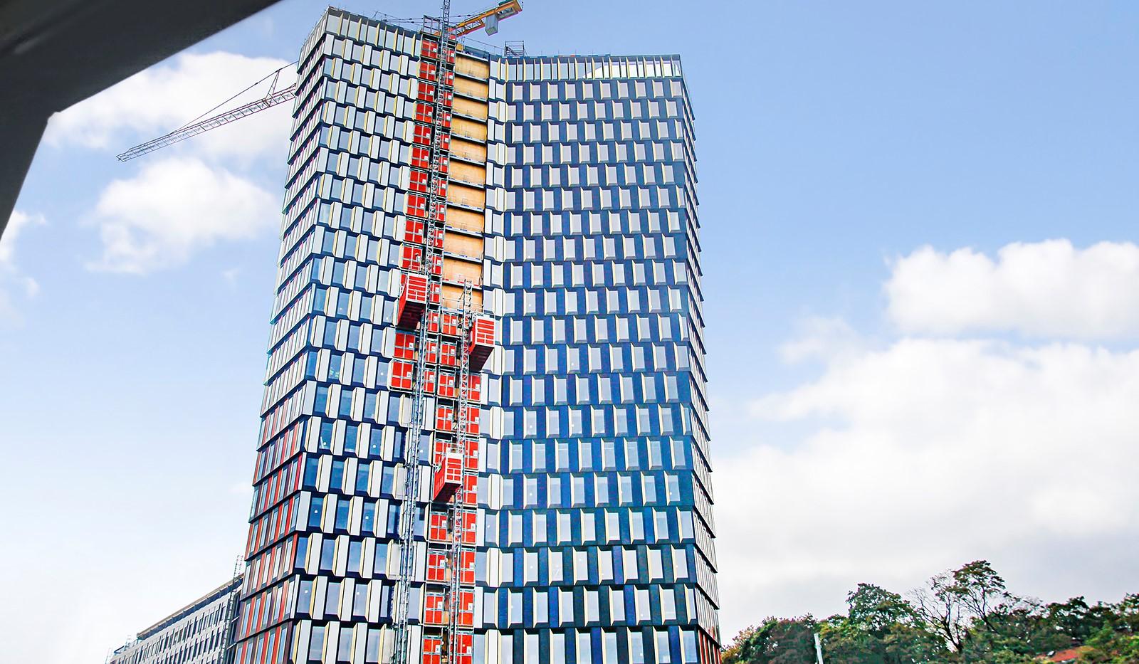 Hammarby Allé 15, vån 5 - Från bostaden har man utsikt över den kommande ikonskrapan Sthlm 01