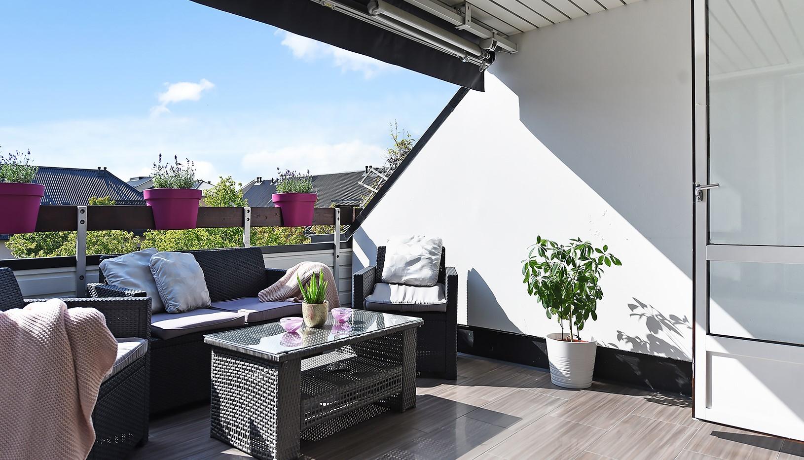 Grusåsgränd 85 - Terrassen ligger i ett högt och fritt läge mot den lugna gården
