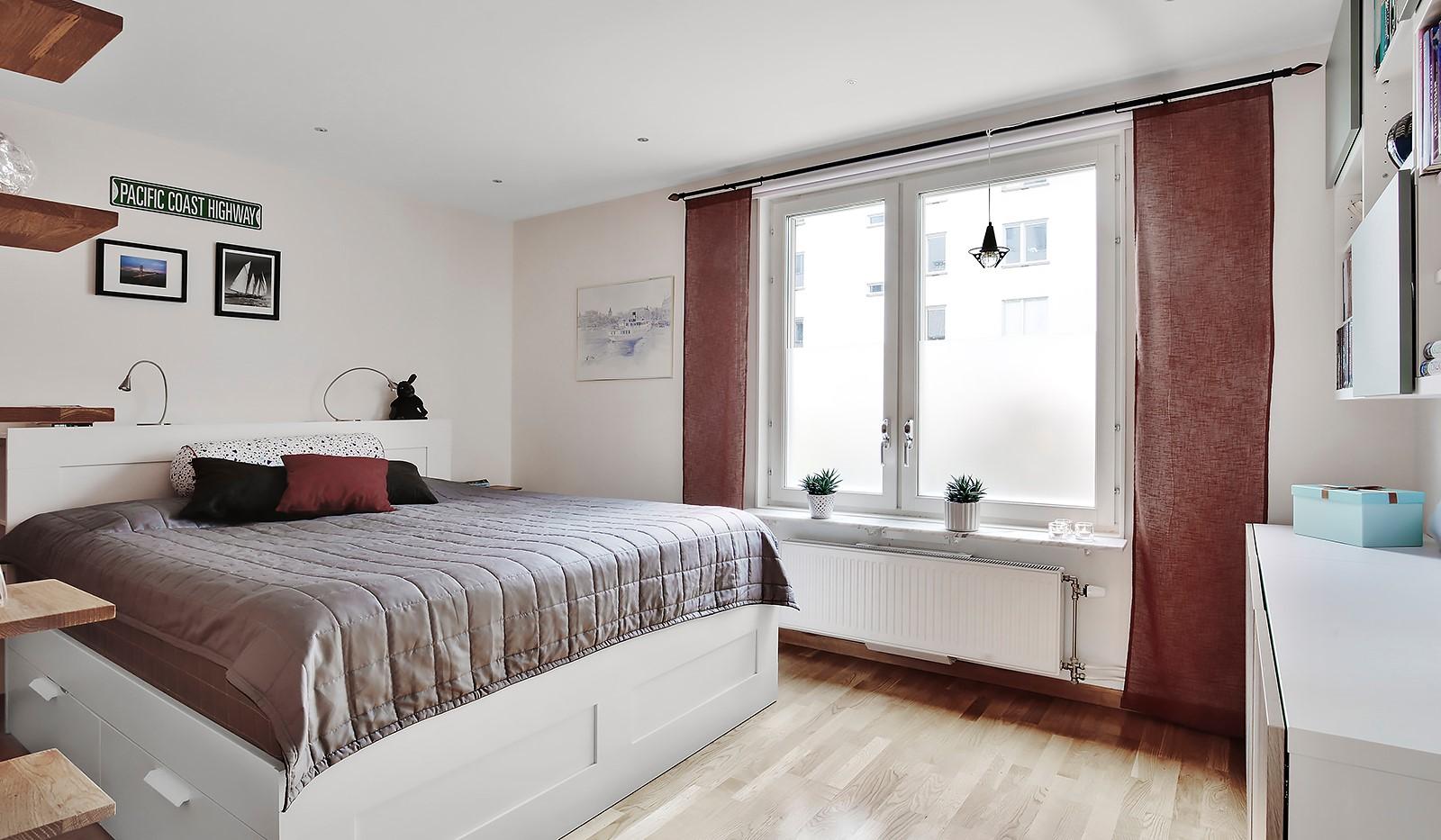 Sjöviksvägen 37, 1tr - Rymligt sovrum med plats för dubbelsäng