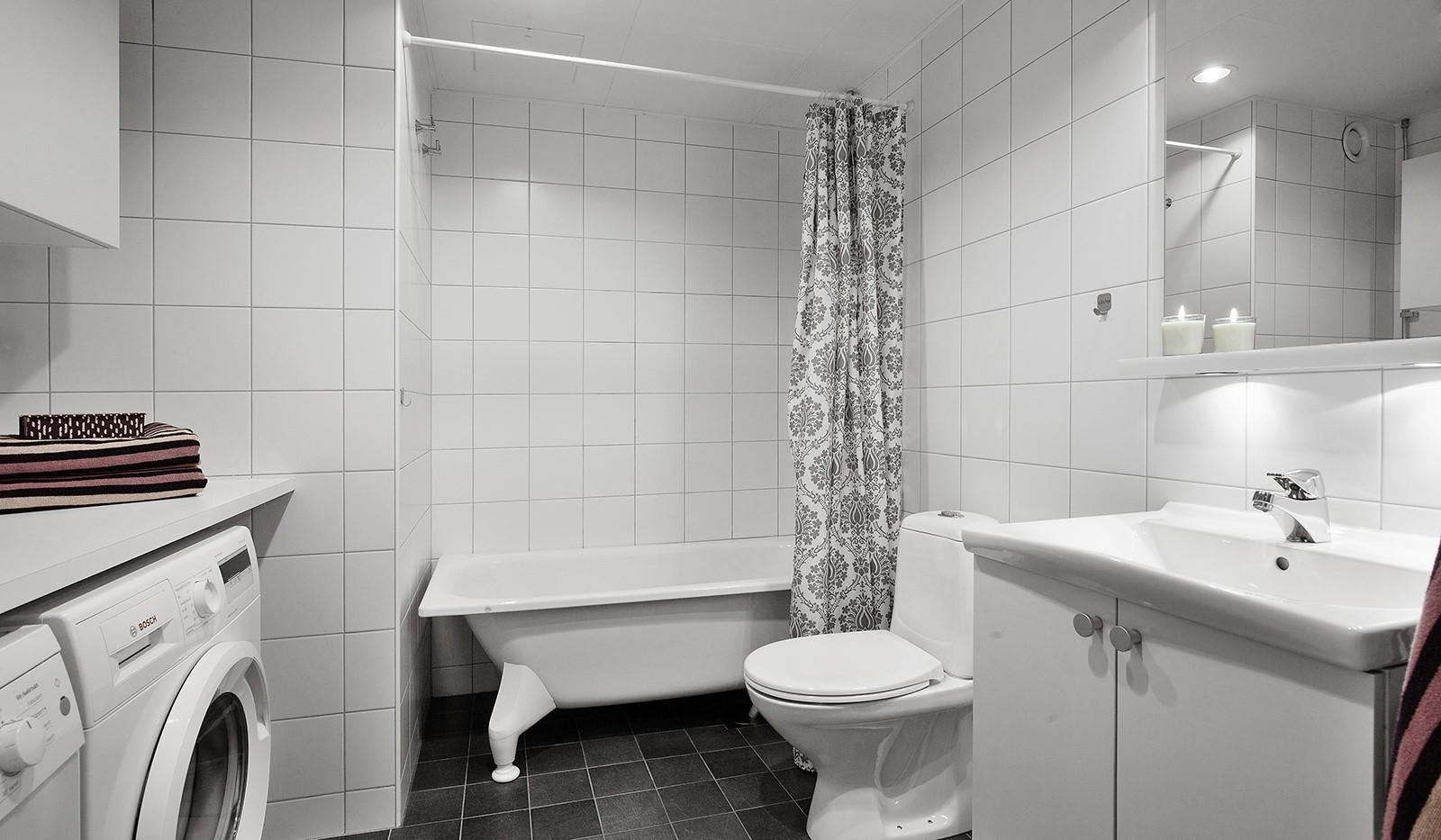 Sjöviksvägen 37, 1tr - Fint helkaklat badrum