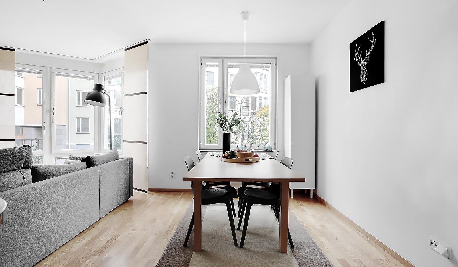 Korphoppsgatan 20 - Plats för större matplats framför fönster