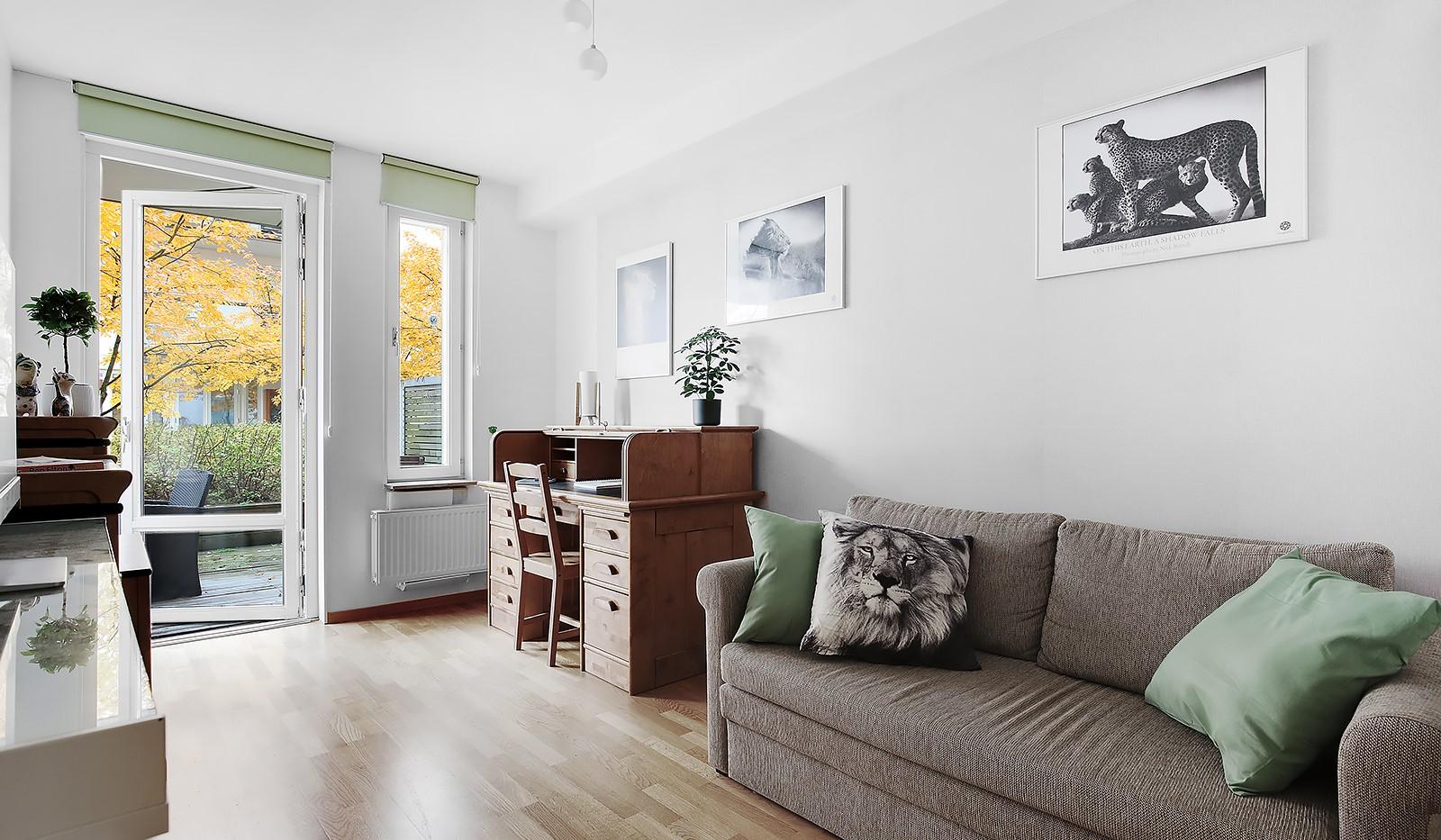 Korphoppsgatan 20 - Trivsamt sovrum med utgång till uteplats