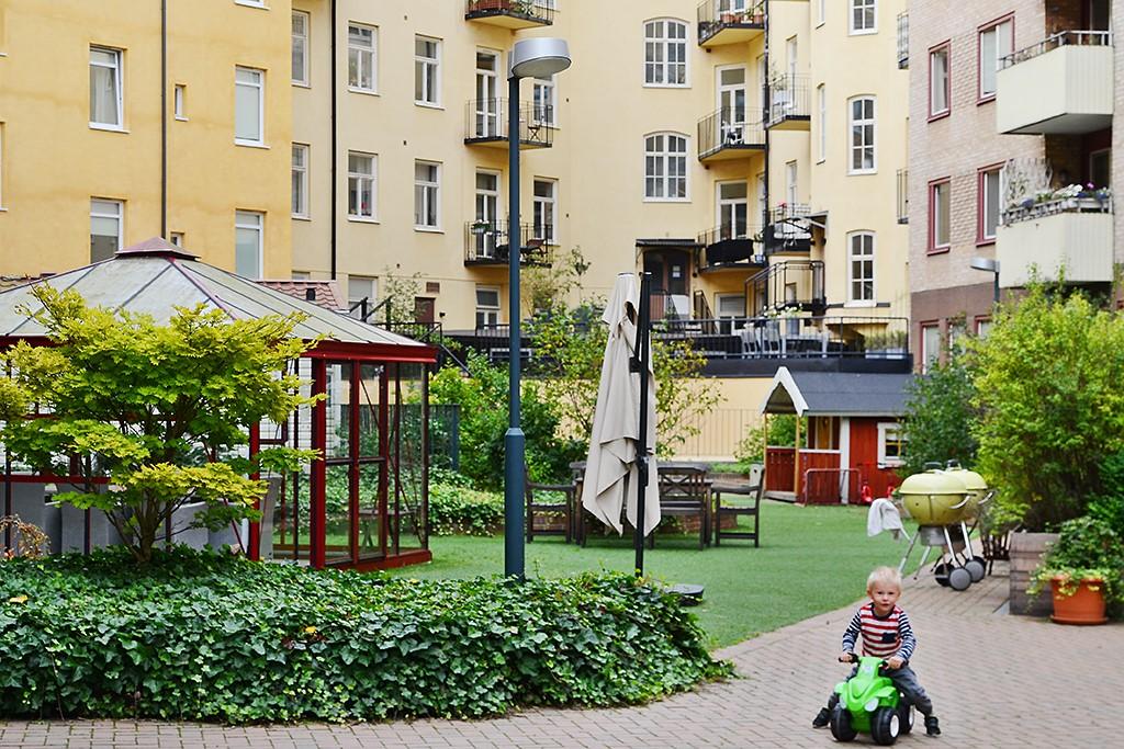 Bergsunds Strand 36, 2tr - Föreningens rymliga innergård