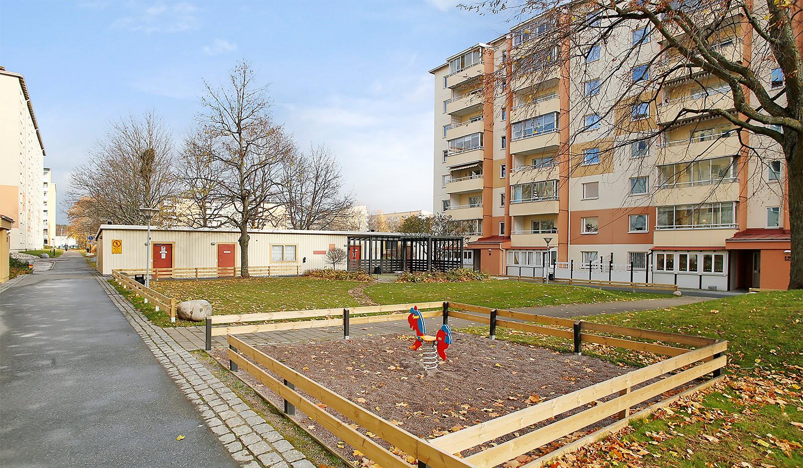 Hampvägen 2, 6tr - Gårdens lekplats