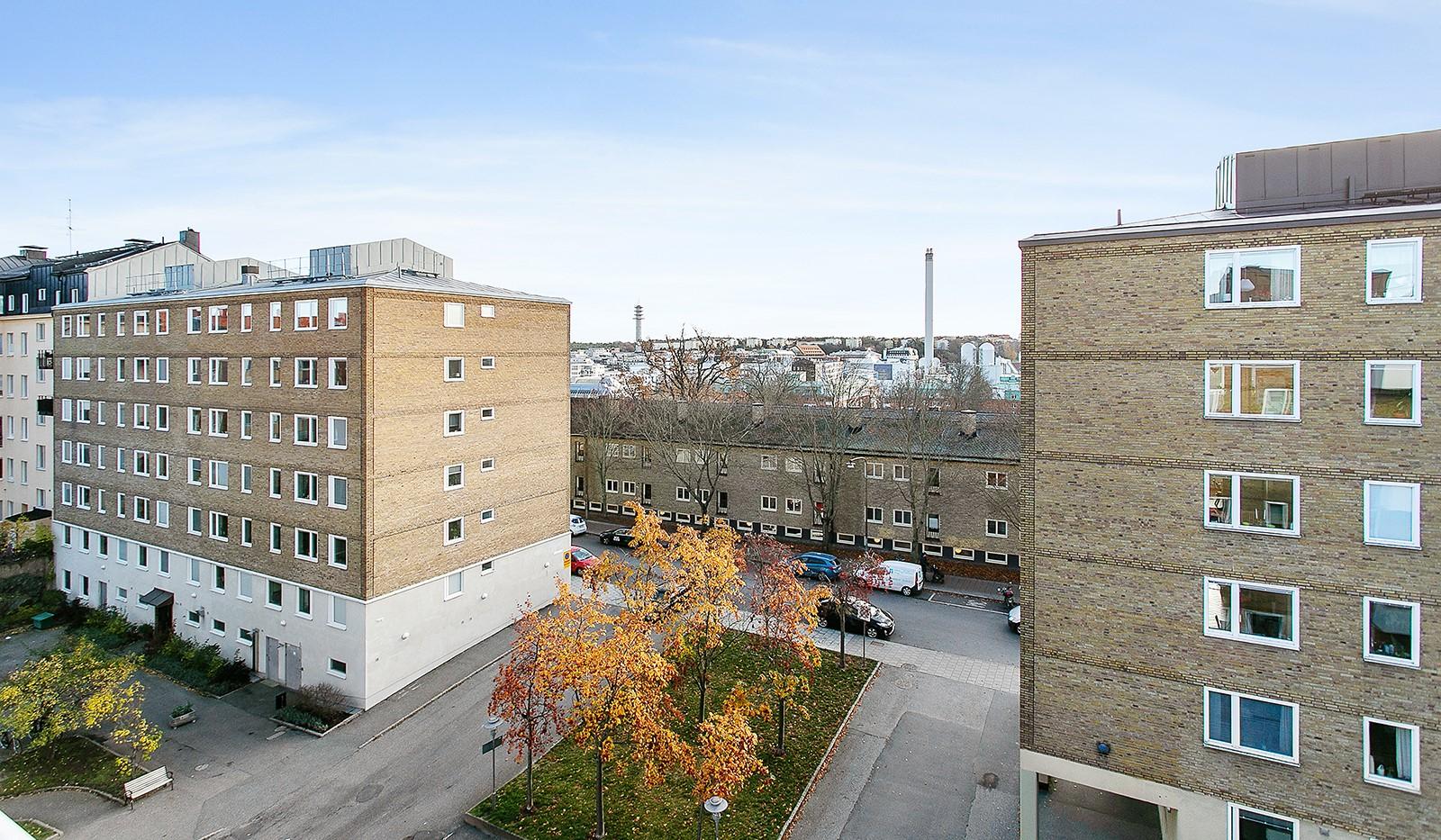 Bohusgatan 35, 5 tr - Balkongen ligger i ett fritt läge med utsikt mot Hammarby