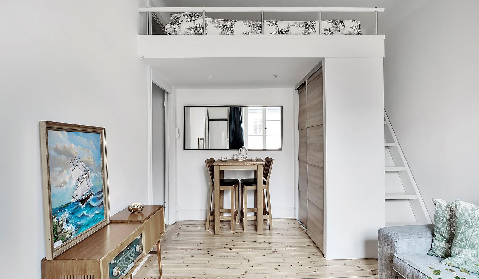 Högalidsgatan 36C, 3tr, ö.g. - Sovloftet frigör golvyta och erbjuder förvaring under trappen