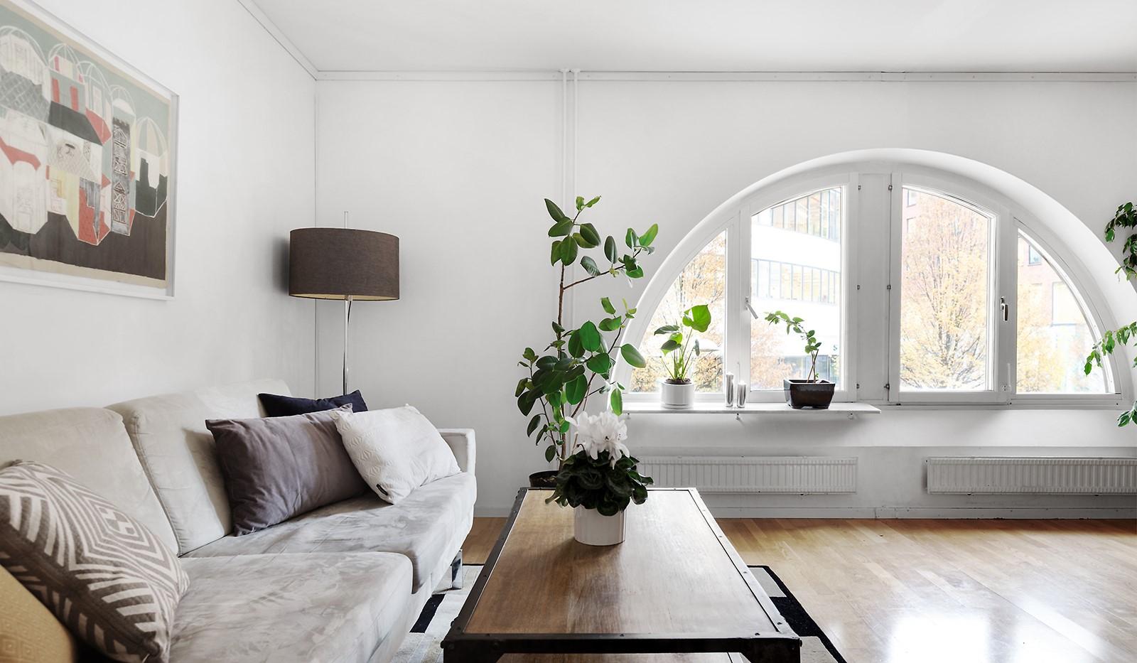 Fatburs Brunnsgata 31 - Vardagsrum med skönt ljusflöde