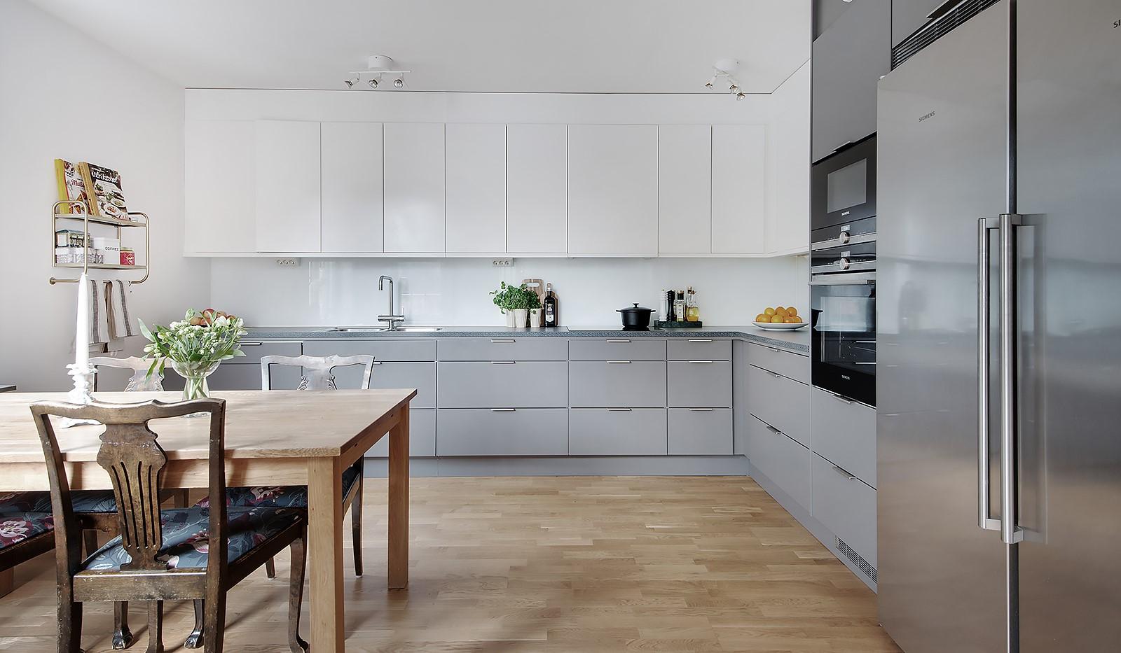 Årgångsgatan 5, 5 tr - Snyggt och stilrent kök med fina färgval