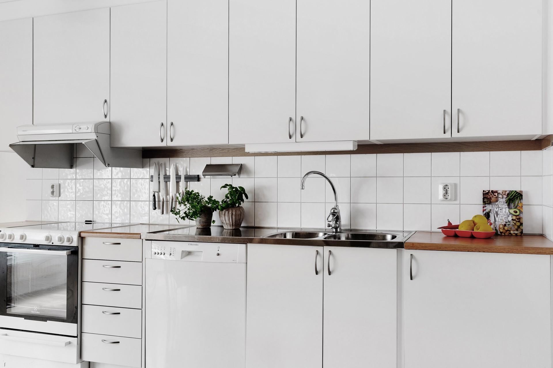Fatburs Brunnsgata 31 - Praktiskt kök med generös förvaring