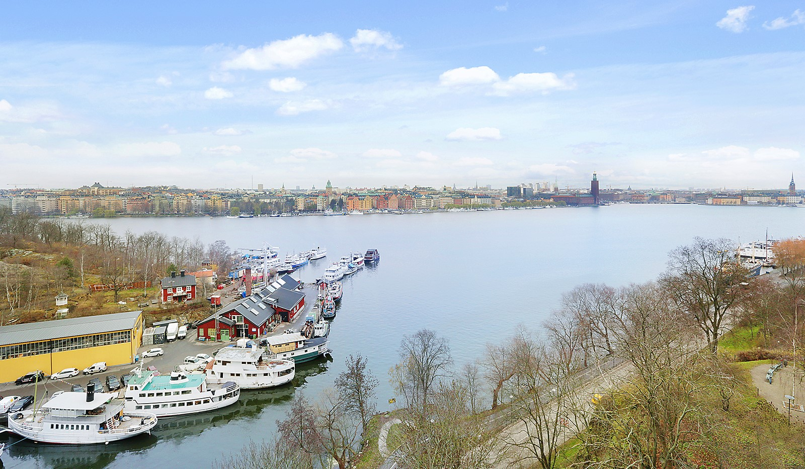 Heleneborgsgatan 12B - Mälarvarvets båtplats i vinterskrud