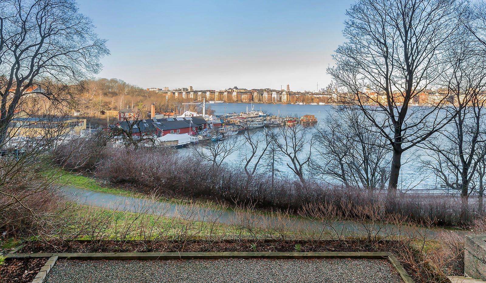 Heleneborgsgatan 12B - Föreningens uteplats med utsikt över Riddarfjärden