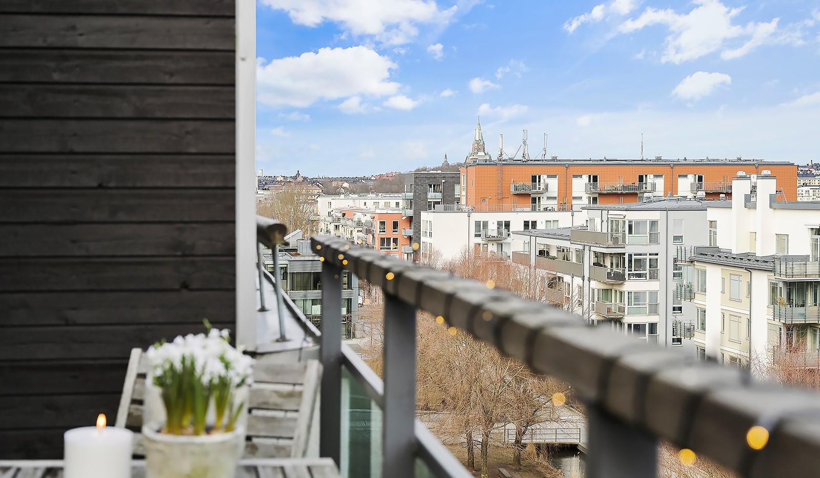 Midskeppsgatan 16, vån 6 - Sofia Kyrka är ett annat trevligt landmärke man kan skåda från balkongen