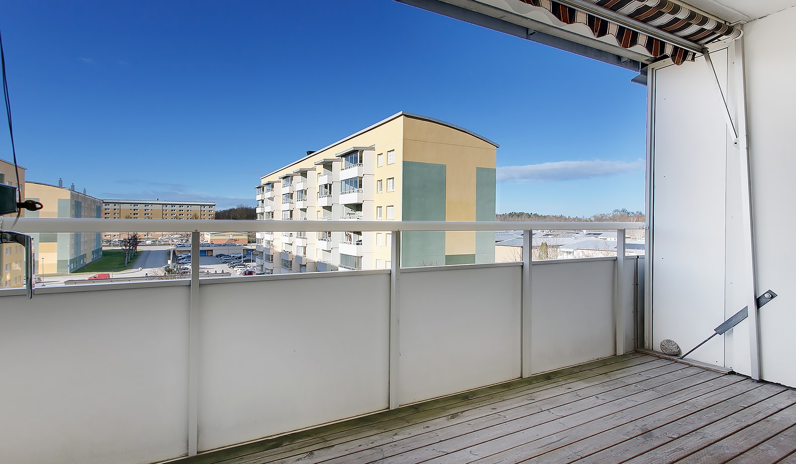 Klövervägen 12, 5tr - Rymlig balkong med fin utsikt