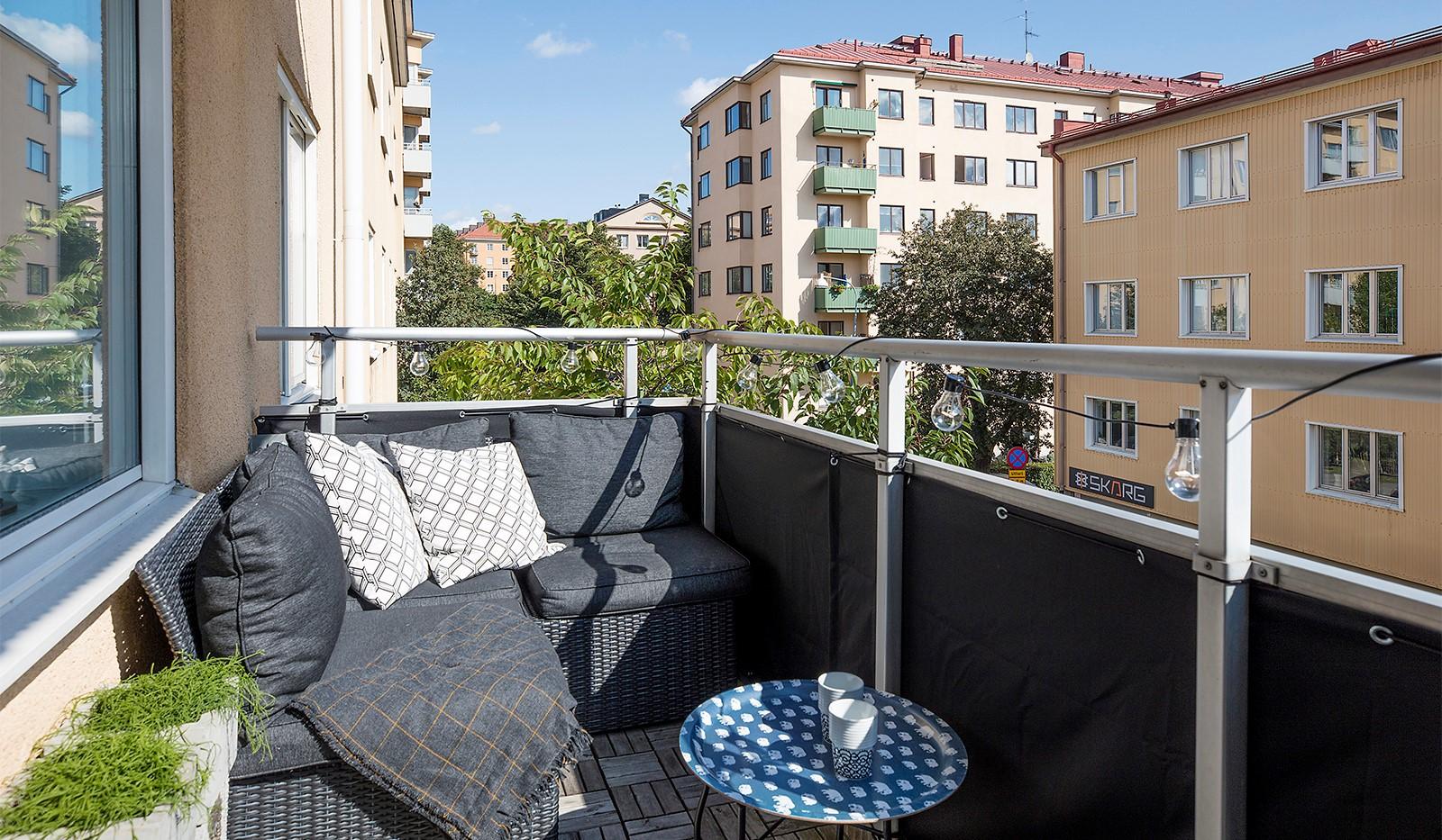 Råggatan 8, 1,5 tr - Slå dig ned på balkongen som har plats för loungemöbler