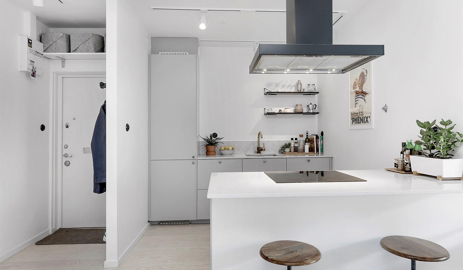 Råggatan 8, 1,5 tr - I köket finns en köksö med trevlig bardel