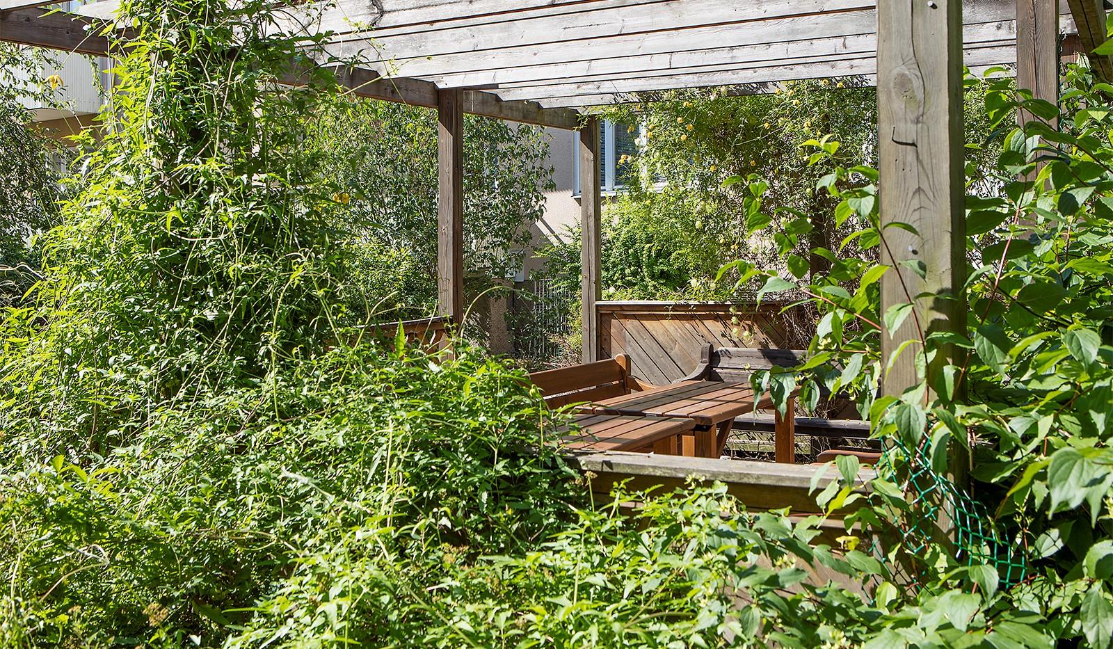 Råggatan 8, 1,5 tr - Njut av grönskan i trädgården