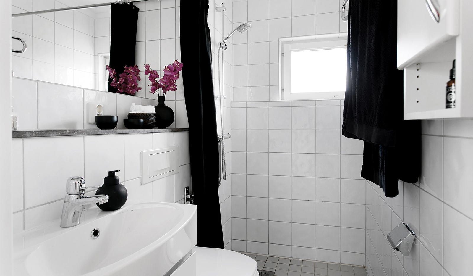 Sickla Kanalgata 64, vån 4 & 5 - Även på övre plan finns ett fullt utrustat badrum