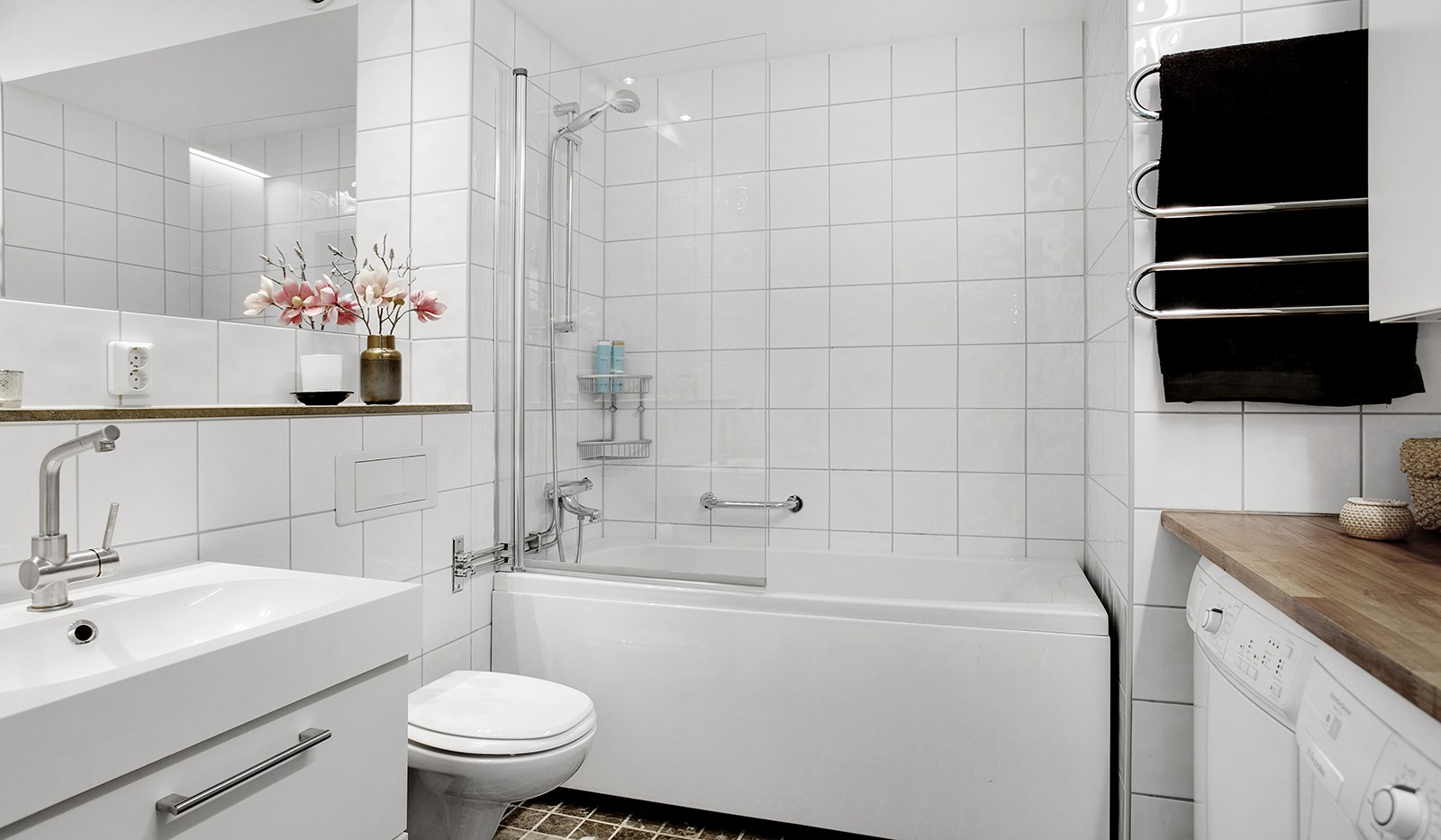 Sickla Kanalgata 64, vån 4 & 5 - Fullt utrustat badrum med tvättmaskin och torktumlare