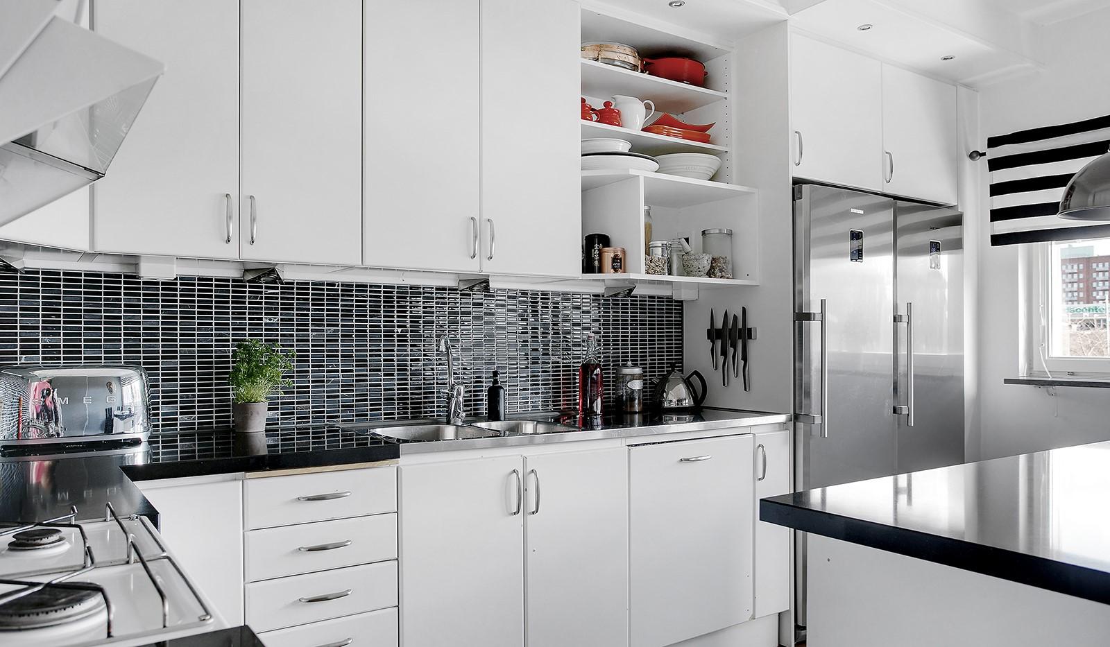 Sickla Kanalgata 64, vån 4 & 5 - Köket är fullt utrustat med vitvaror i rostfritt