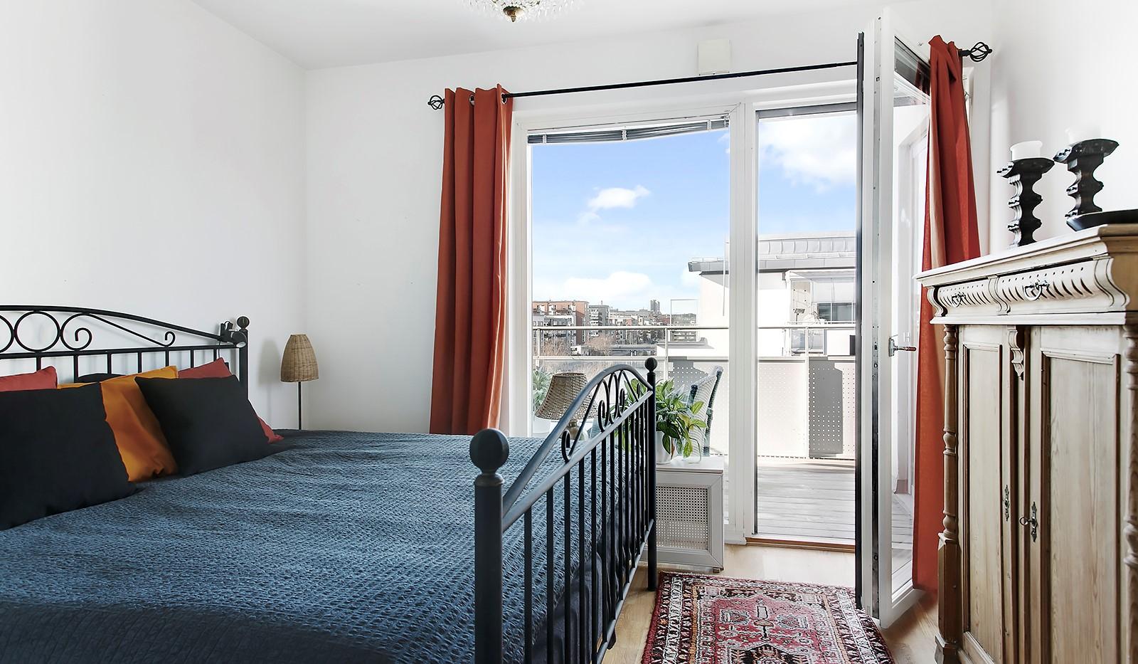 Sickla Kanalgata 64, vån 4 & 5 - Rofyllt sovrum med plats för dubbelsäng