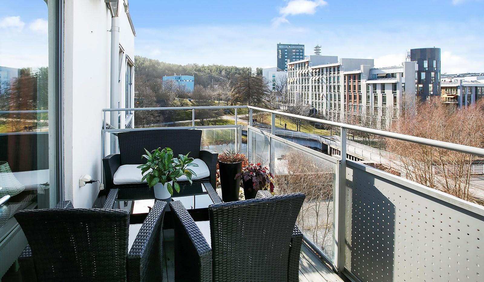 Sickla Kanalgata 64, vån 4 & 5 - Stor balkong i västerläge