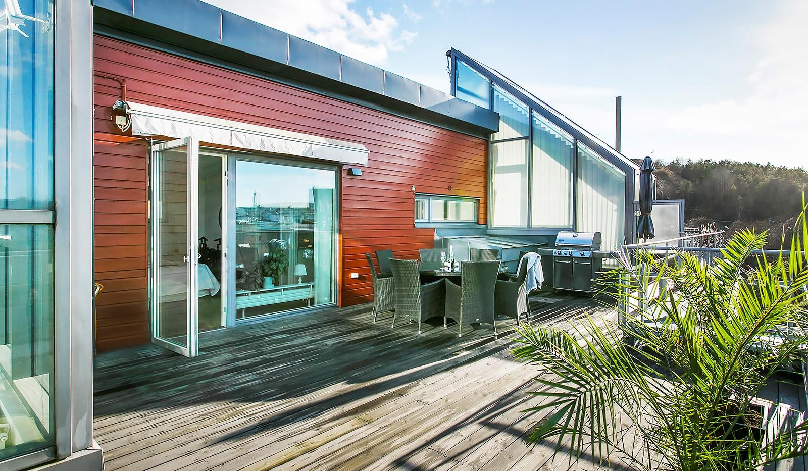 Sickla Kanalgata 64, vån 4 & 5 - Terrassen rymmer med enkelhet matplats, grill loungemöbler
