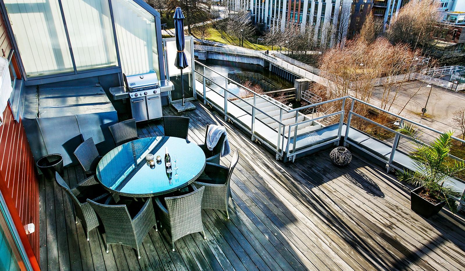 Sickla Kanalgata 64, vån 4 & 5 - På terrassen finns en eldriven markis installerad