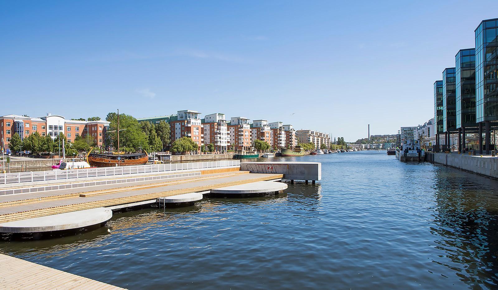 Fredriksdalsgatan 24, vån 6 - Trivsamma solbryggor nedanför lägenheten