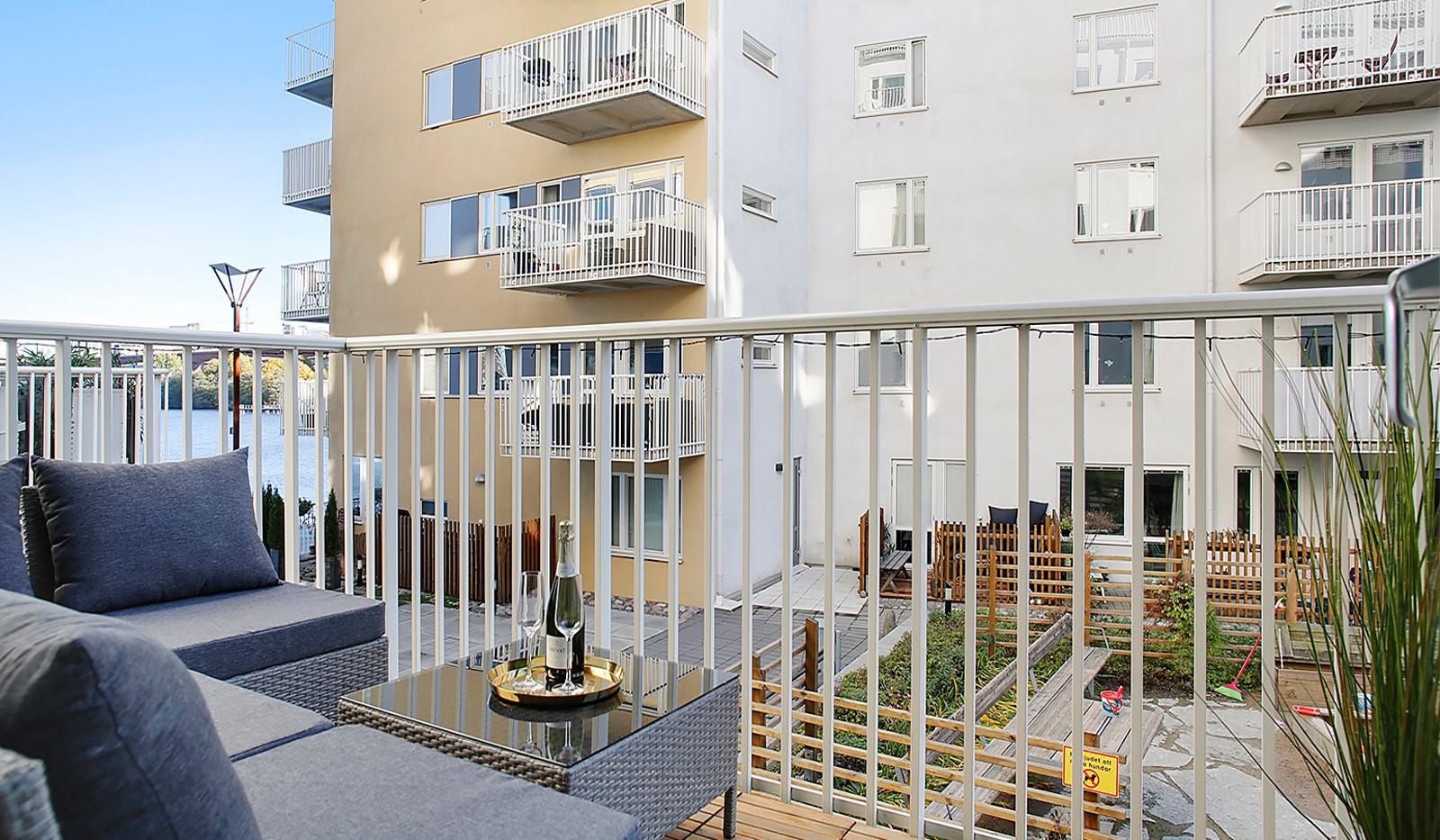 Vinodlargatan 7, 2 tr - Härlig balkong mot innergården som bjuder på sjöglimt mot Årstaviken
