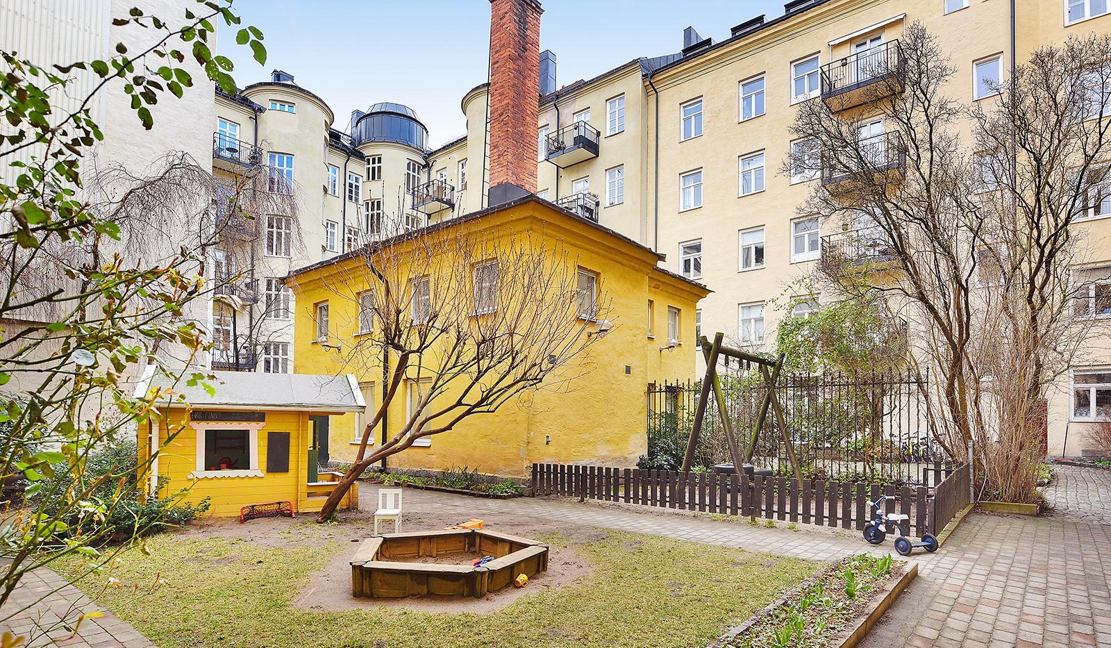Timmermansgatan 33 - Lugn innergård för vuxna och små