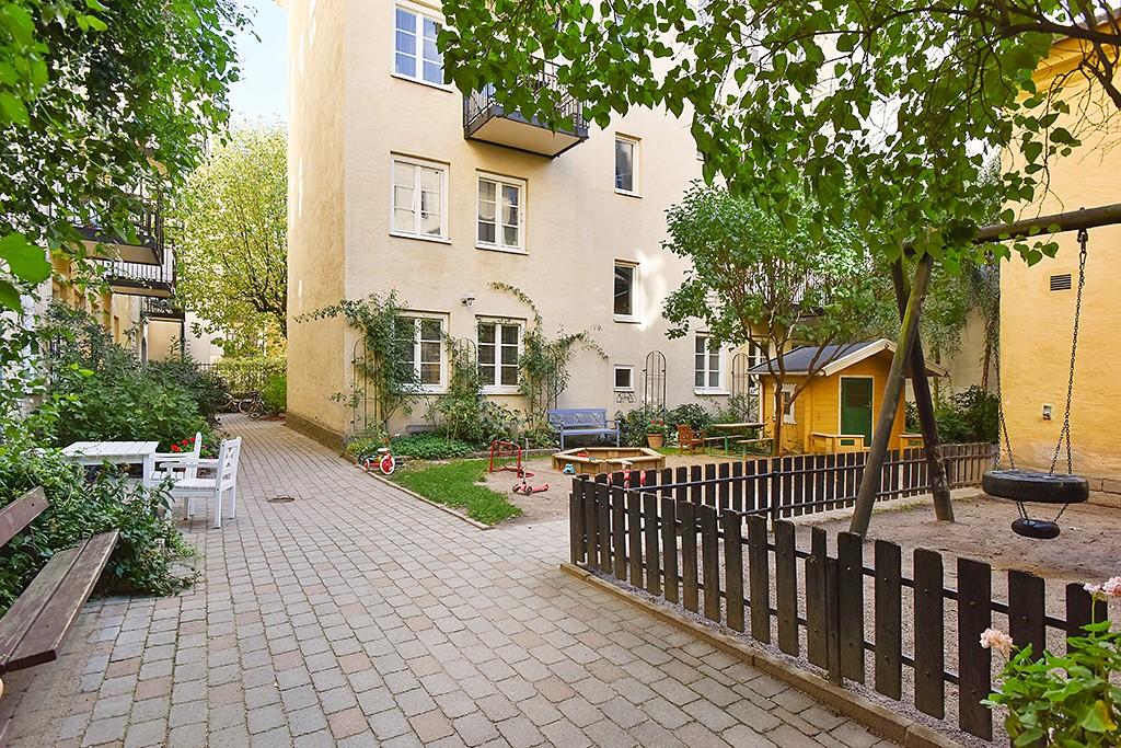Timmermansgatan 33 - Innergården sommartid